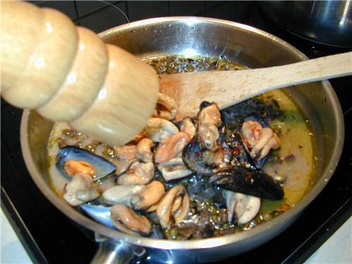 Spaghetti with Sicilian style mussels